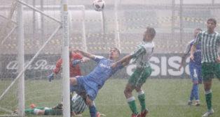 Diego González marcó bajo la lluvia uno de los goles del Betis al Guadalcacín (Foto: RBB)