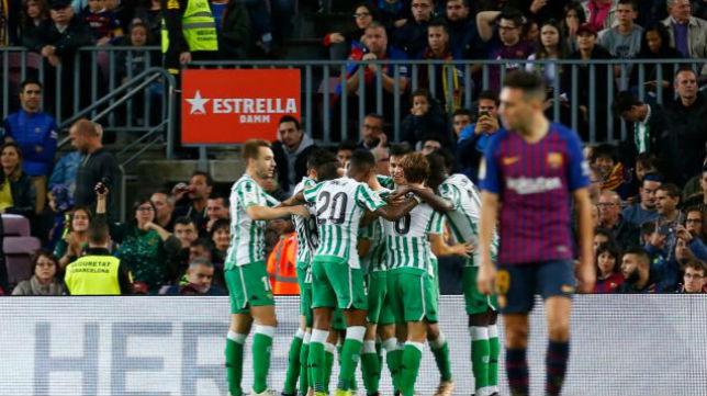 Celebración de los jugadores del Betis del gol de Canales ante el Barcelona. Foto: LaLiga