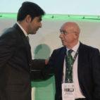 Ángel Haro y Lorenzo Serra Ferrer, en la junta de accionistas del Betis (Raúl Doblado)