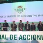 El consejo de administración del Betis, en la junta de accionistas (Raúl Doblado)