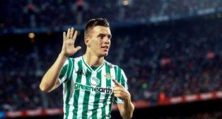 Lo Celso celebró con su manera habitual el gol que marcó en el Camp Nou (Foto: EFE)