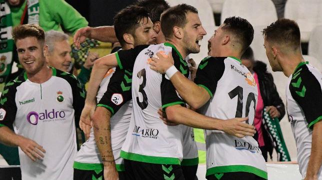 Los jugadores del Racing celebran un gol en El Sardinero (Foto: @realracingclub)