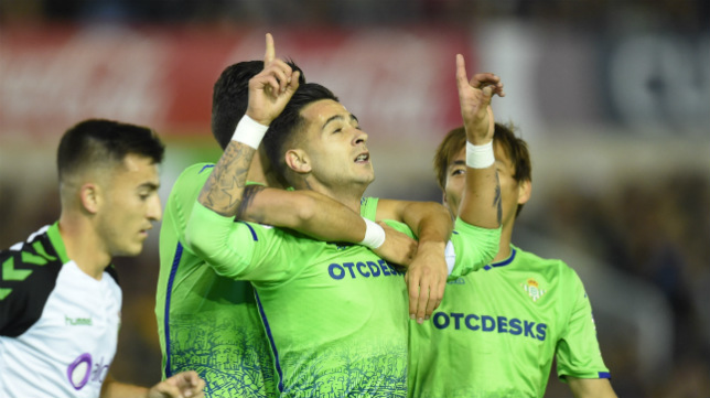 Sergio León celebra su gol en el Racing-Betis de la Copa (Foto: Juan Manuel Serrano Arce)