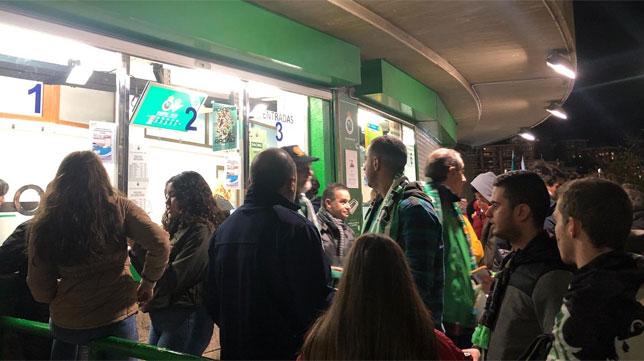 Imagen de las taquillas de El Sardinero a menos de una hora para el inicio del Racing-Betis de la Copa del Rey (Foto: @realracingclub)