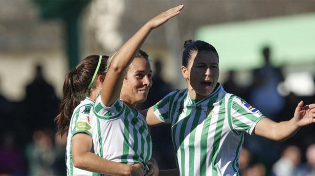Beita y Priscila celebran el gol de la delantera alcalareña a la Real Sociedad (Foto: LaLiga)