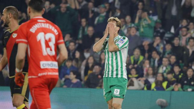 Canales se lamenta durante el partido ante el Rayo (Foto: Raúl Doblado)