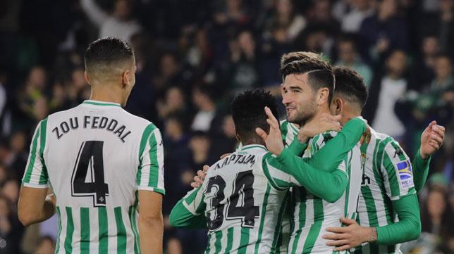 Feddal, Kaptoum, Barragán y Sanabria, en el Betis-Racing de Santander (Raúl Doblado)