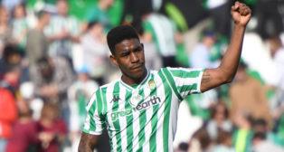 Junior celebra con el brazo en alto el triunfo ante la Real Sociedad con su gol (Foto: J. J. Úbeda/ABC)