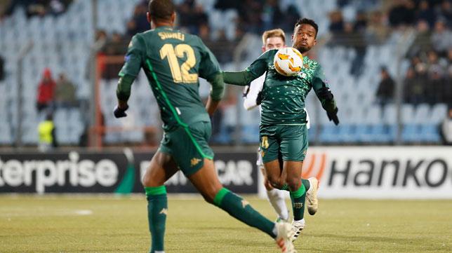 Kaptoum controla un balón durante el Dudelange-Betis