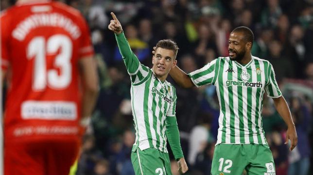 Lo Celso es felicitado por Sidnei tras marcar de penalti ante el Rayo (Foto: EFE)