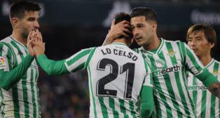 Sergio León con Lo Celso en el duelo Betis-Racing de la Copa