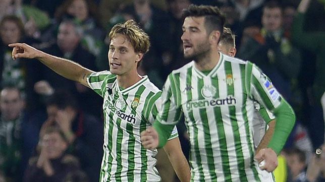 Barragán, en la celebración del gol de Canales ante el Real Madrid (Foto: AFP)