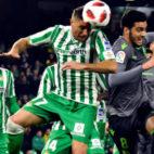 Joaquín remata en el Betis - Real Sociedad de la Copa (Foto: EFE)