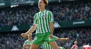 Canales celebra el gol de penalti anotado en el Betis-Girona (Foto: Raúl Doblado)