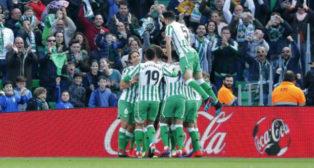 Celebración de los jugadores del Betis del primer tanto ante el  Girona. Foto: LaLiga