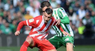 Javi García tapa a un jugador del Girona (Foto: AFP)