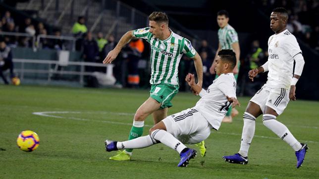 Joaquín, en un lance del Betis-Real Madrid (J. M. Serrano)