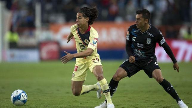 Diego Lainez, en un partido con el América