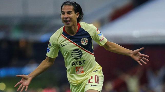 Diego Lainez celebra un gol con el América