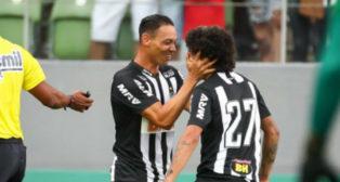 Oliveira celebra uno de los goles anotados con el Atlético Mineiro (Foto: @Atletico)