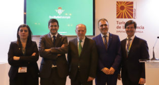 El Betis, en FITUR. De izquierda a derecha, María Victoria López, Ramón Alarcón, Fernando Rodríguez Villalobos, Fernando Moral y Miguel Rus.
