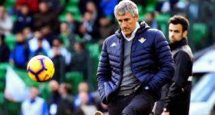 Setién golpea un balón durante el Betis-Girona (Foto: EFE).