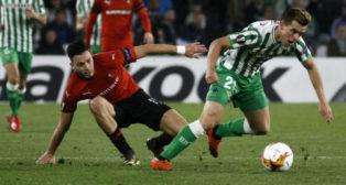 Lo Celso se lleva el balón ante el Rennes (Manuel Gómez)