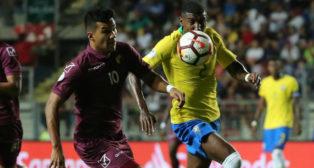 Emerson (d), en el Venezuela-Brasil del Sudamericano sub 20