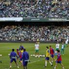 La afición del Betis, en el entrenamiento en el Villamarín antes de la semifinal de la Copa ante el Valencia (Foto: J. M. Serrano).