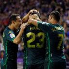 Guardado, Mandi y Sergio León, en el Valladolid-Betis (EFE)