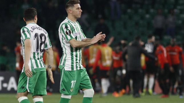 Joaquín y Guardado, tras el Betis-Stade Rennais (Foto: Manuel Gómez)