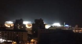 Vista exterior nocturna del Villamarín durante un partido