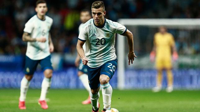 Lo Celso avanza en el Argentina-Venezuela (Foto: AFP).