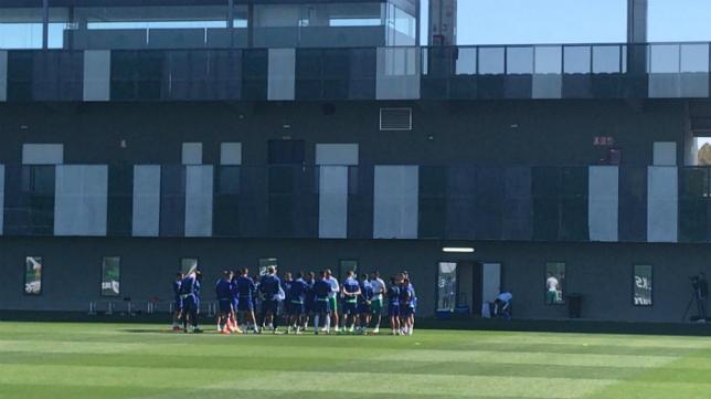 Entrenamiento_Betis Junior, Francis y Barragán siguen sin entrenar - Comunio-Biwenger