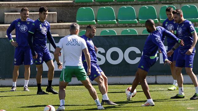 Imagen de un entrenamiento reciente del Betis (Foto: Manuel Gómez/ABC)