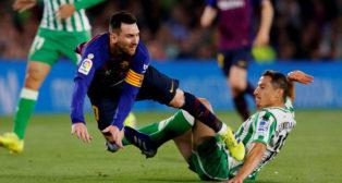 Guardado hace falta a Messi durante el Betis-Barcelona (Foto: Reuters)