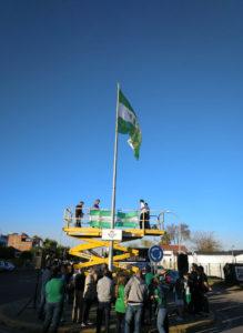 El izado de la bandera del Betis en Brenes