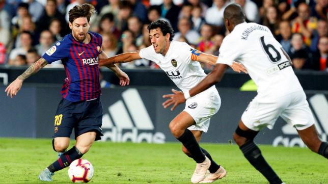 Messi, Parejo y Kondogbia, en el Valencia-Barcelona (EFE)