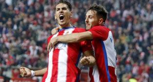 Álex Alegría celebra un gol con la camiseta del Sporting de Gijón (Foto: LaLiga)