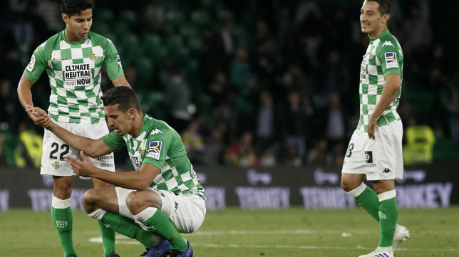 Lainez, Lo Celso y Guardado se lamentan tras el Betis-Valencia (Foto: Manuel Gómez)