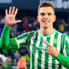 Lo Celso celebra uno de sus goles al Villarreal (Foto: EFE)