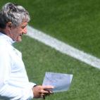 Setién, durante un entrenamiento del Betis (J. J. Úbeda)