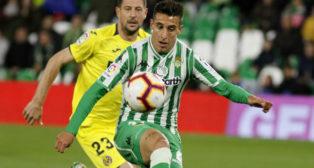 Tello controla el balón en el Betis-Villarreal (Foto: Manuel Gómez)