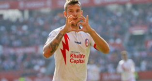 Aitor Ruibal celebra un gol con el Rayo Majadahonda