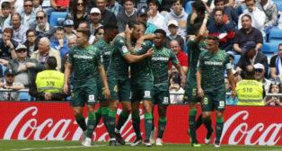 Celebración de los jugadores del Betis en la victoria ante el Real Madrid. Foto: LaLiga