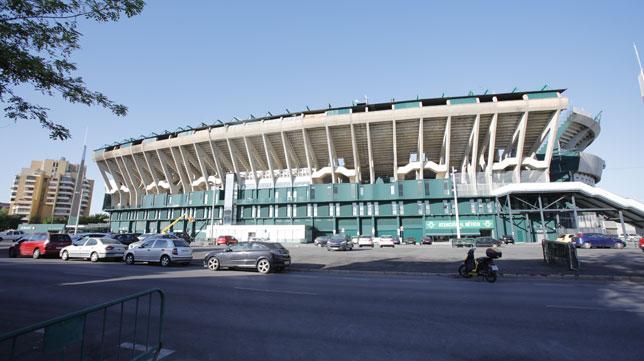 Imagen de la explanada frente a la grada de Preferencia del estadio Benito Villamarín (Foto: Raúl Doblado).