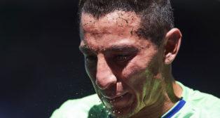 Guardado se refresca durante el Eibar-Betis (ABC)