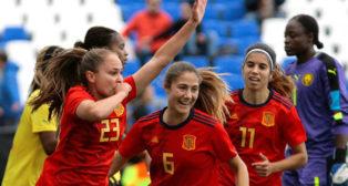 Irene Guerrero celebra el primer gol de España ante Camerún (Foto: Efe).
