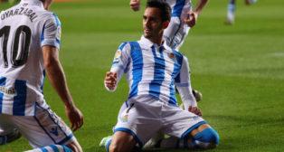 Juanmi celebra un gol con la Real Sociedad (Foto: @RealSociedad)