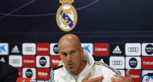 El técnico del Real Madrid, Zinedine Zidane, durante una rueda de prensa (Foto: EFE)